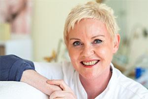 Faltenunterspritzung Wiesbaden: medizinische Hautverjüngung vom Profi